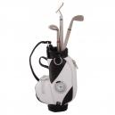 Bolsa de golf en curpiel con plumas metálicas y reloj integrado